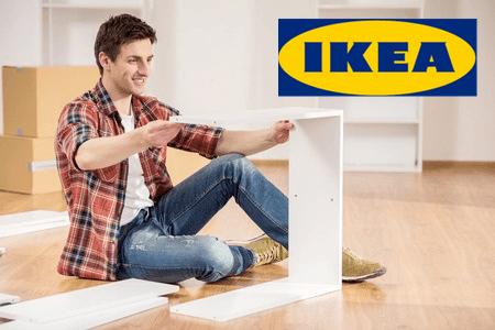 image d'un homme montant un meuble Ikea