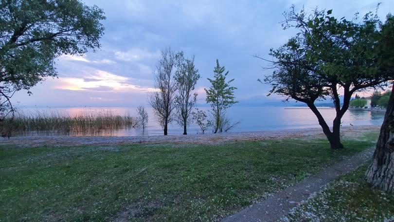 Bord du lac à Lazise, en Italie